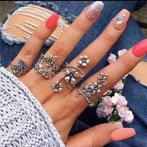 Jewelry - 🆕 Floral 4 piece Chic Midi Knuckle Ring Set